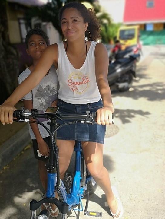 Touriste ayant loué un vélo électrique via La Billetterie Saintoise